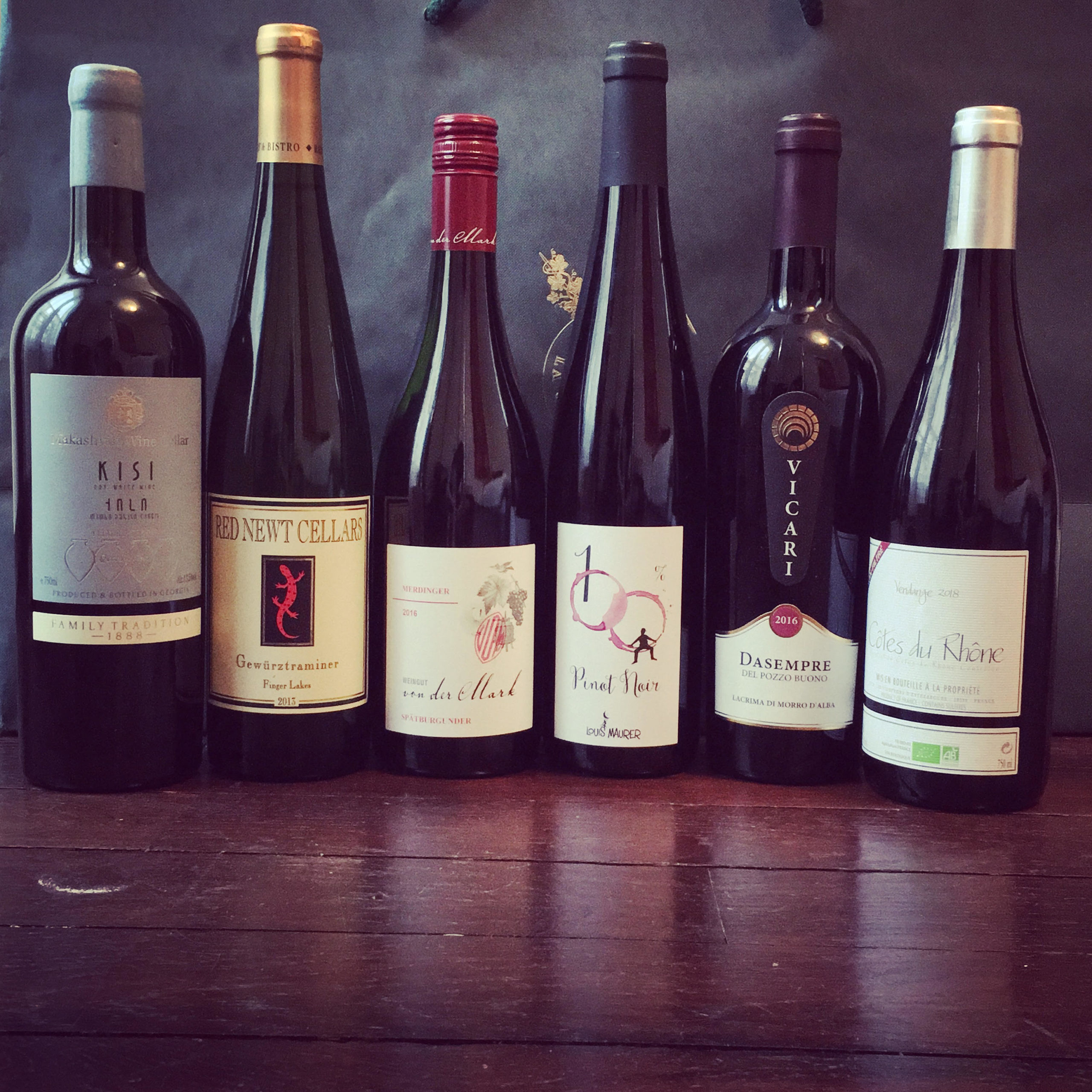 bouteilles de grands vins Georgie Italie